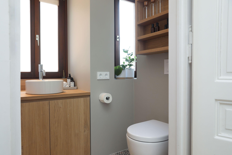 Im 3 Og Eines Altbaus Musste Das Kleine Badezimmer Nach Einem Wasserschaden In Einer Mietwohnung Komplet In 2020 Kleine Badezimmer Begehbare Dusche Innenarchitektur