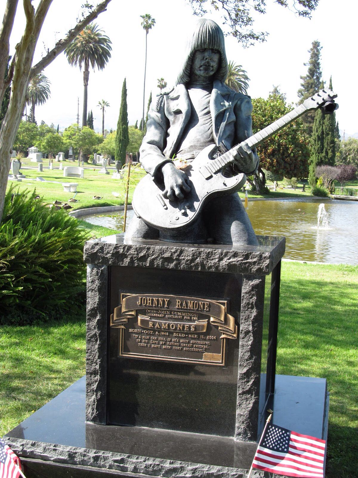 The art of the celebrity tombstone selfie | The Daily Dot