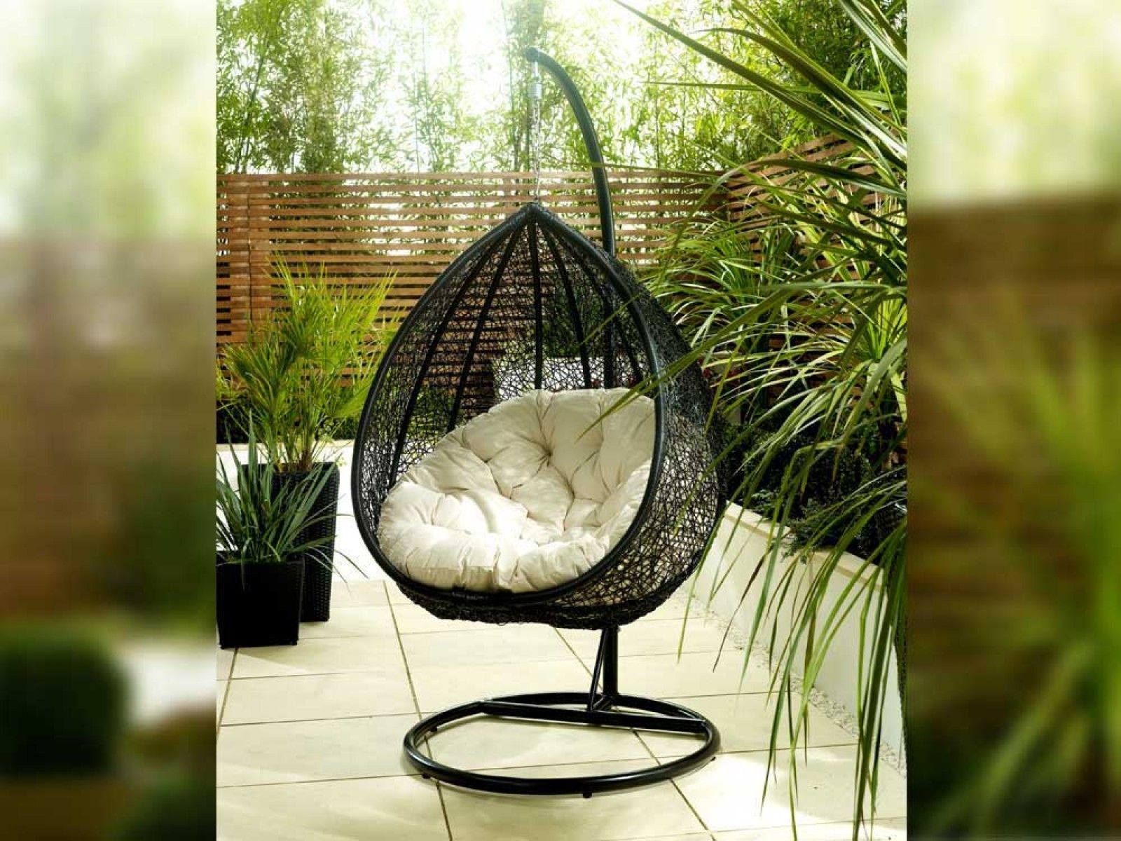 Teardrop - Sit, relax, listen to live commentary & enjoy the sun!