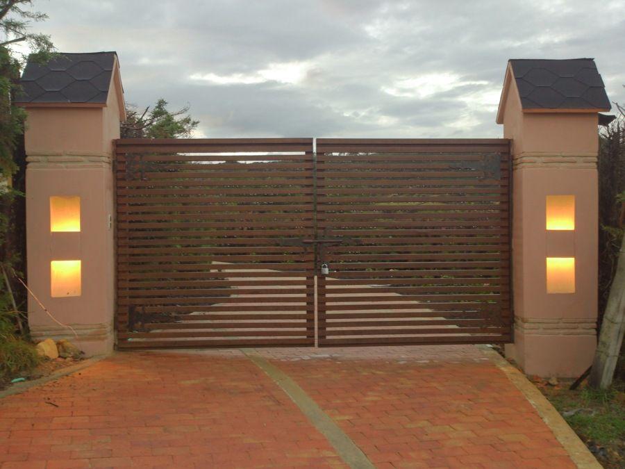Porton entrada principal arte oxido machones con nichos for Portones de entrada principal