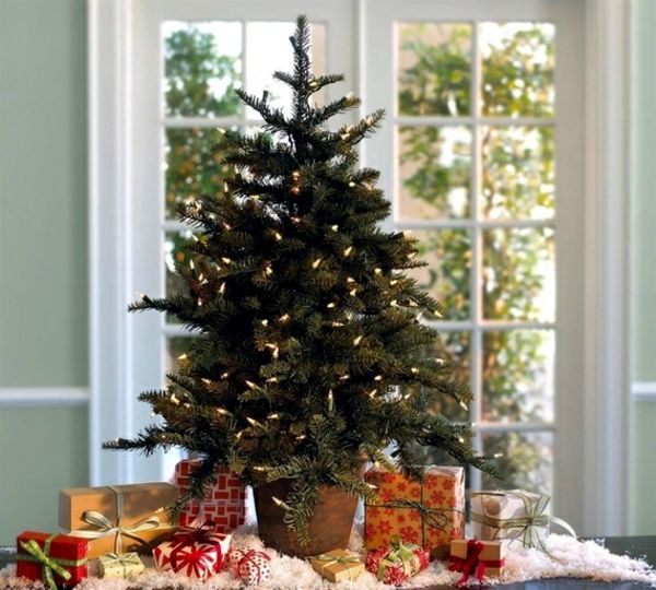 Home decorating small Christmas tree on the table Christmas - how to decorate a small christmas tree