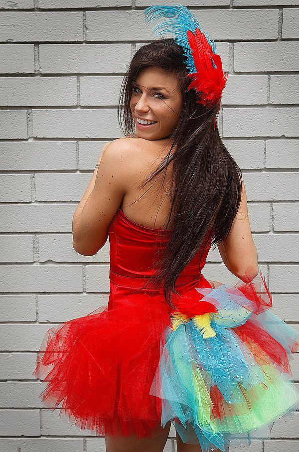 Parrot Halloween Costume for women This could be a easy DIY costume - ladies halloween costume ideas