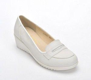 Los zapatos de enfermera deben brindarles comodidad y seguridad. Si no  realizas una compra adecuada 8ebbeb8ba99