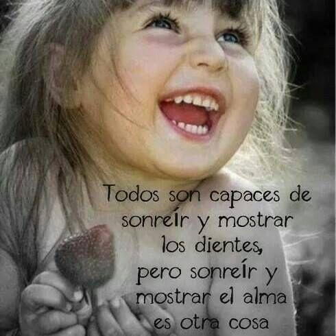 Todos son capaces de sonreír y mostrar los dientes, pero sonreír y mostrar  el alma es otra cosa | Frases bonitas de motivacion, Frases bonitas, Frases  sabias