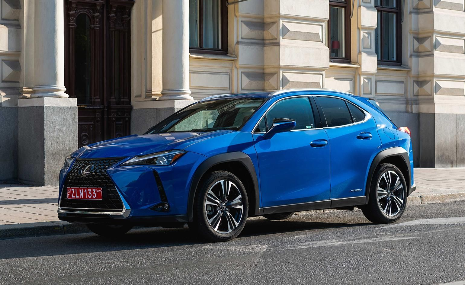 Lexus Celebrates 30 Years Of Forward Thinking Design With A New Compact Suv Compact Suv Lexus Suv