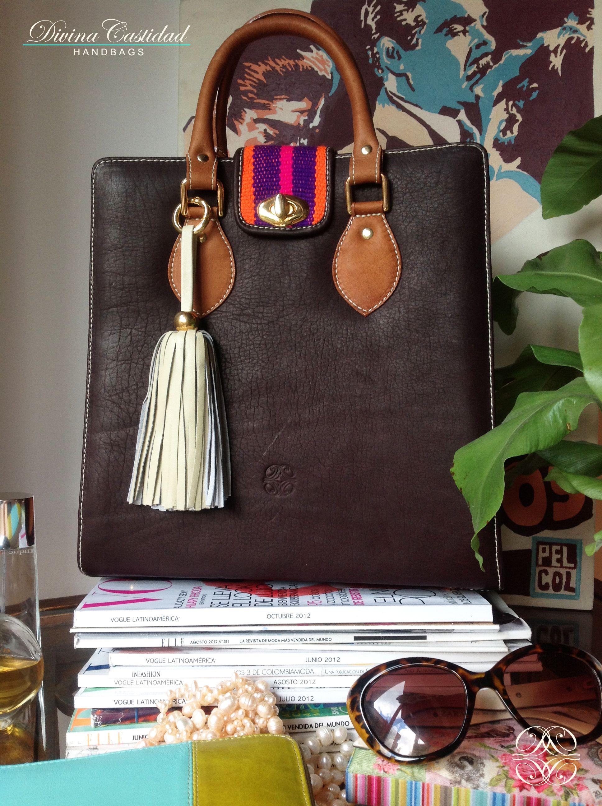 Abbey Bag en chocolate + tapa wayuu by DCH www.divinacastidadhandbags.com