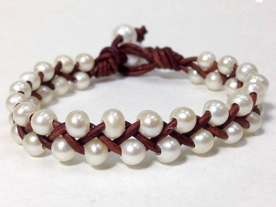 Small Genuine Freshwater Pearl and Leather Bracelet – Made in USA (WaRuNe 5-NP)
