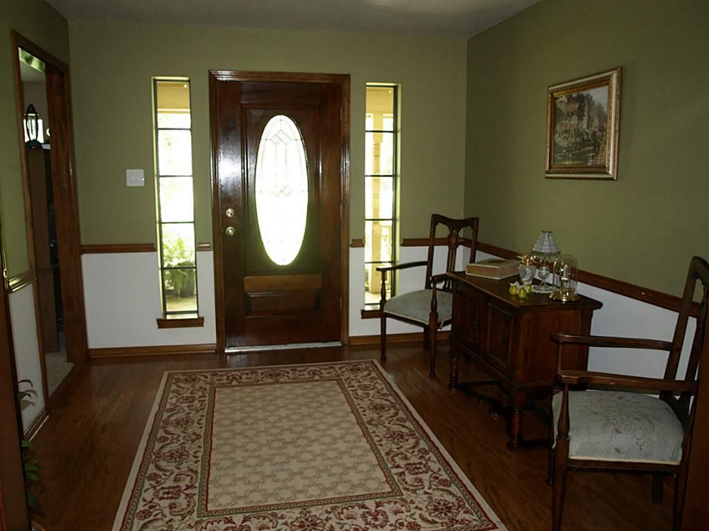 Two Tone Walls With Chair Rail For Dining Room Stained Wood Chair Rail Tan Color Walls