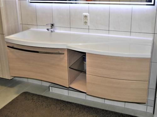 Burgbad Sinea 10 Kama Burg Waschtisch mit Unterschrank gepflegt in - badezimmer waschbecken mit unterschrank