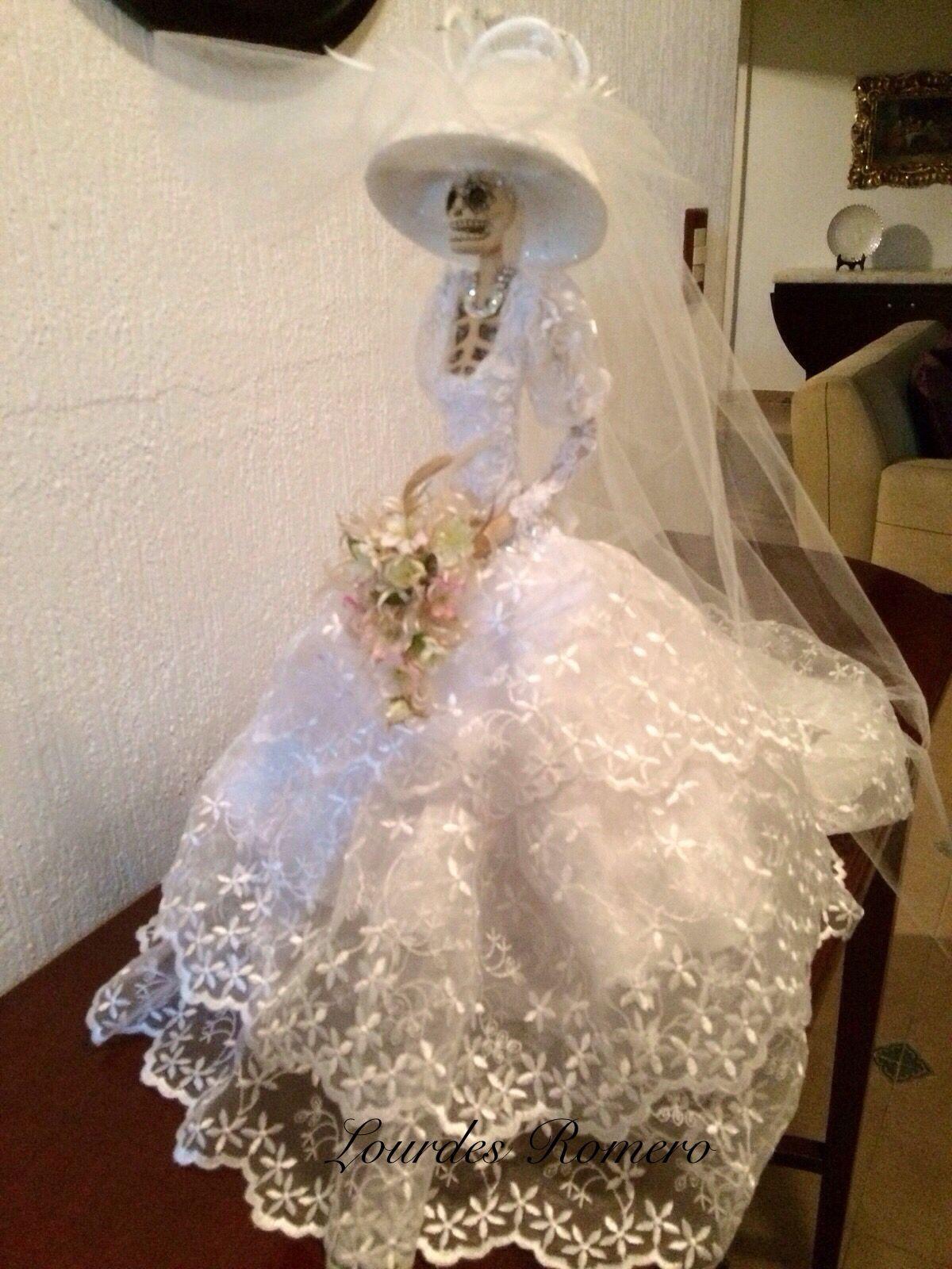 Catrinas de papel vestidas de novia
