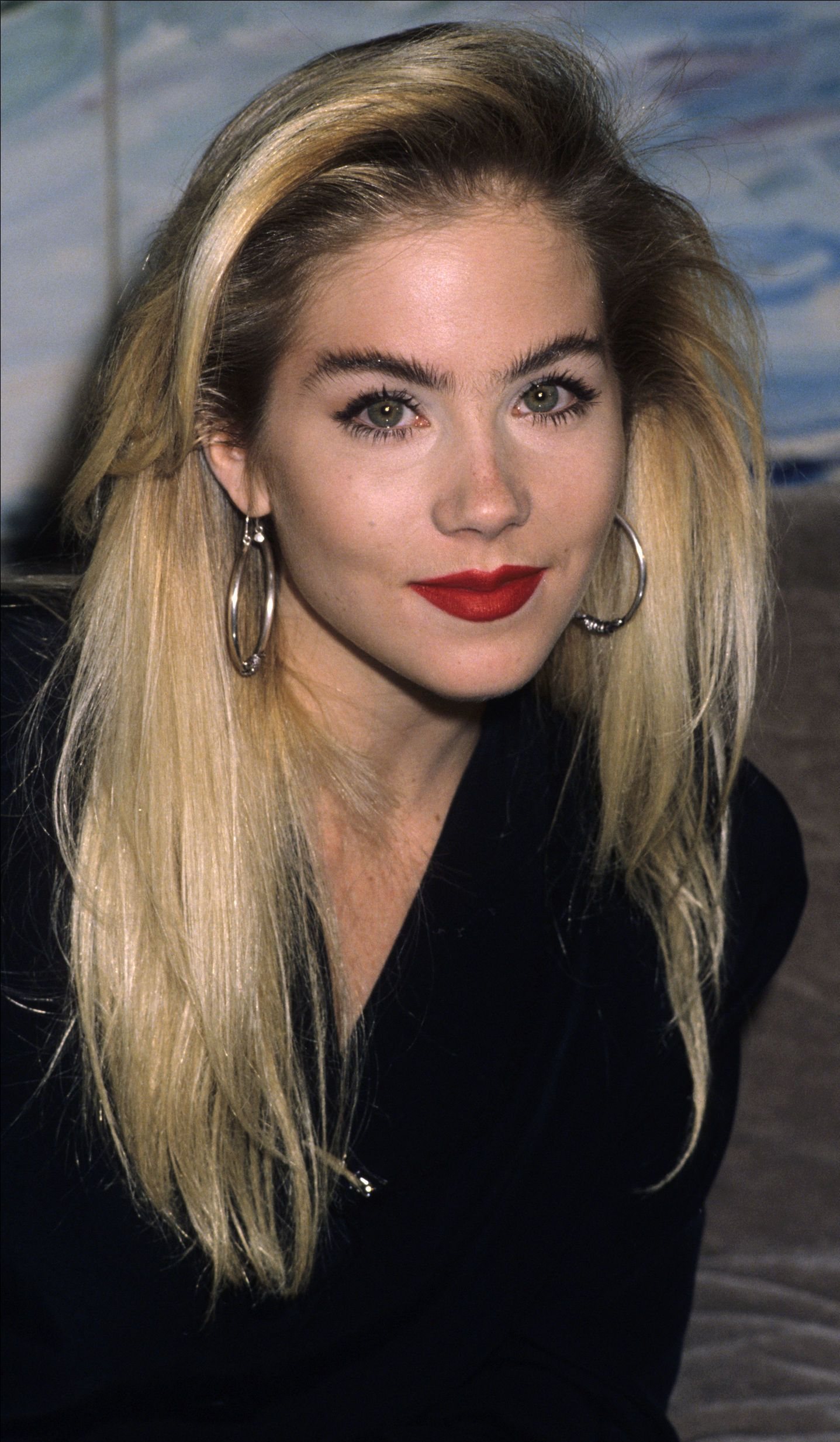 Christina Applegate Dark Roots Blonde Hair Bleach Blonde Hair