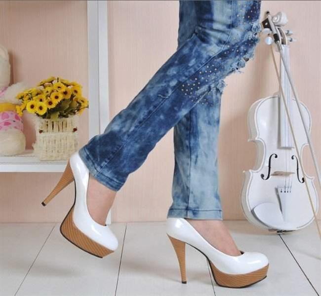 белые туфли на каблуке под джинсы фото тёплого