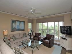 http://www.beach-property.com/custimages/6401_hampton_010.jpg 3 bd.