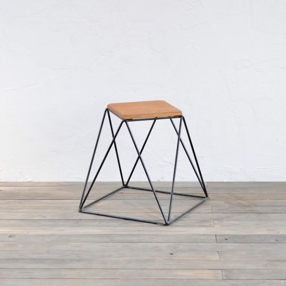 Photo of Pyramid stool – oak / ピラミッドスツール – オーク