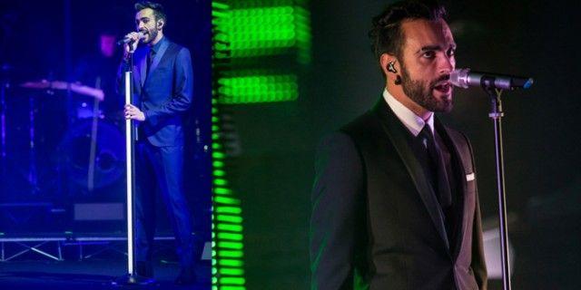 Marco Mengoni veste uno smoking verde di Salvatore Ferragamo per l' Eurovision Song Contest, L'Essenziale Anteprima Tour e L'Essenziale Tour 2013.