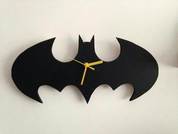 Batman DIY wall clock - Cool Jess Mallard ) Pinterest Diy