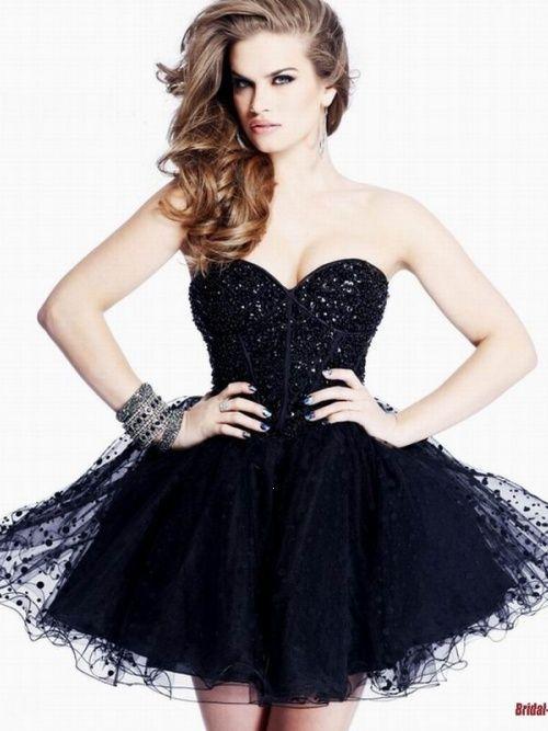 Vestido curto de festa rodado preto
