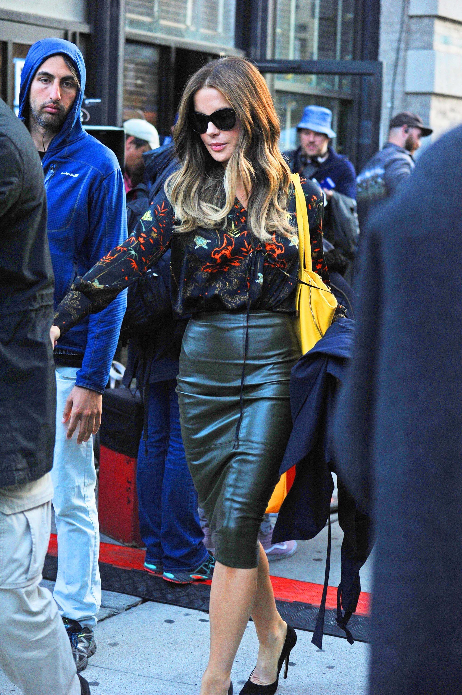 kate beckinsale in skirt and highheels galleriest