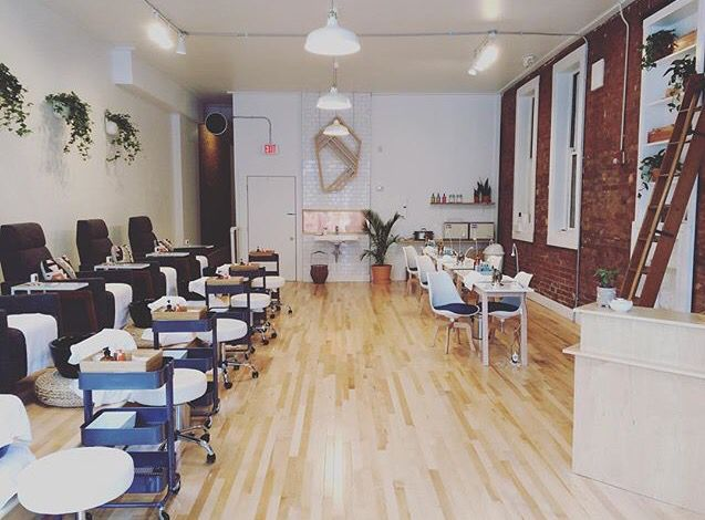 Spruce Nail Shop Cincinnati Oh Spruce Nail Shop Nail Shop Natural Nails Salon Interior