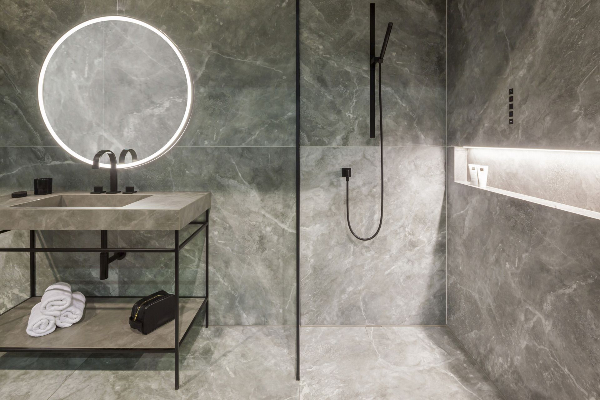 Duschboden Und Waschtisch Aus Fliesen Duschboden Dusche Badezimmer Gestalten
