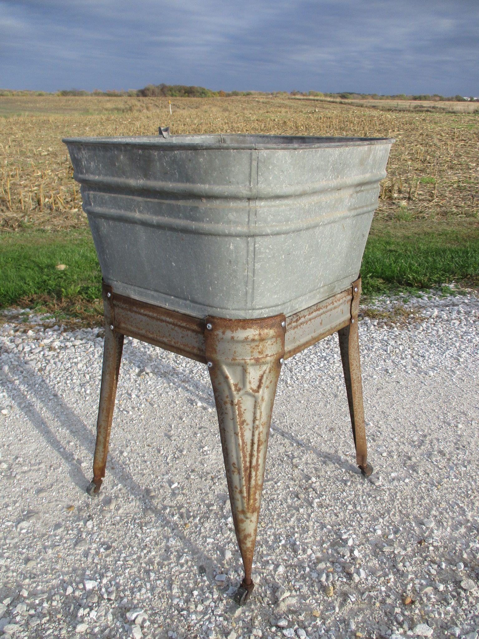 Wheeling Galvanized Single Wash Tub Sink Cooler Flower Pot Plant Stand Bucket Cf By Theoldgrainery On Etsy Wash Tub Sink Wash Tubs Galvanized Wash Tub