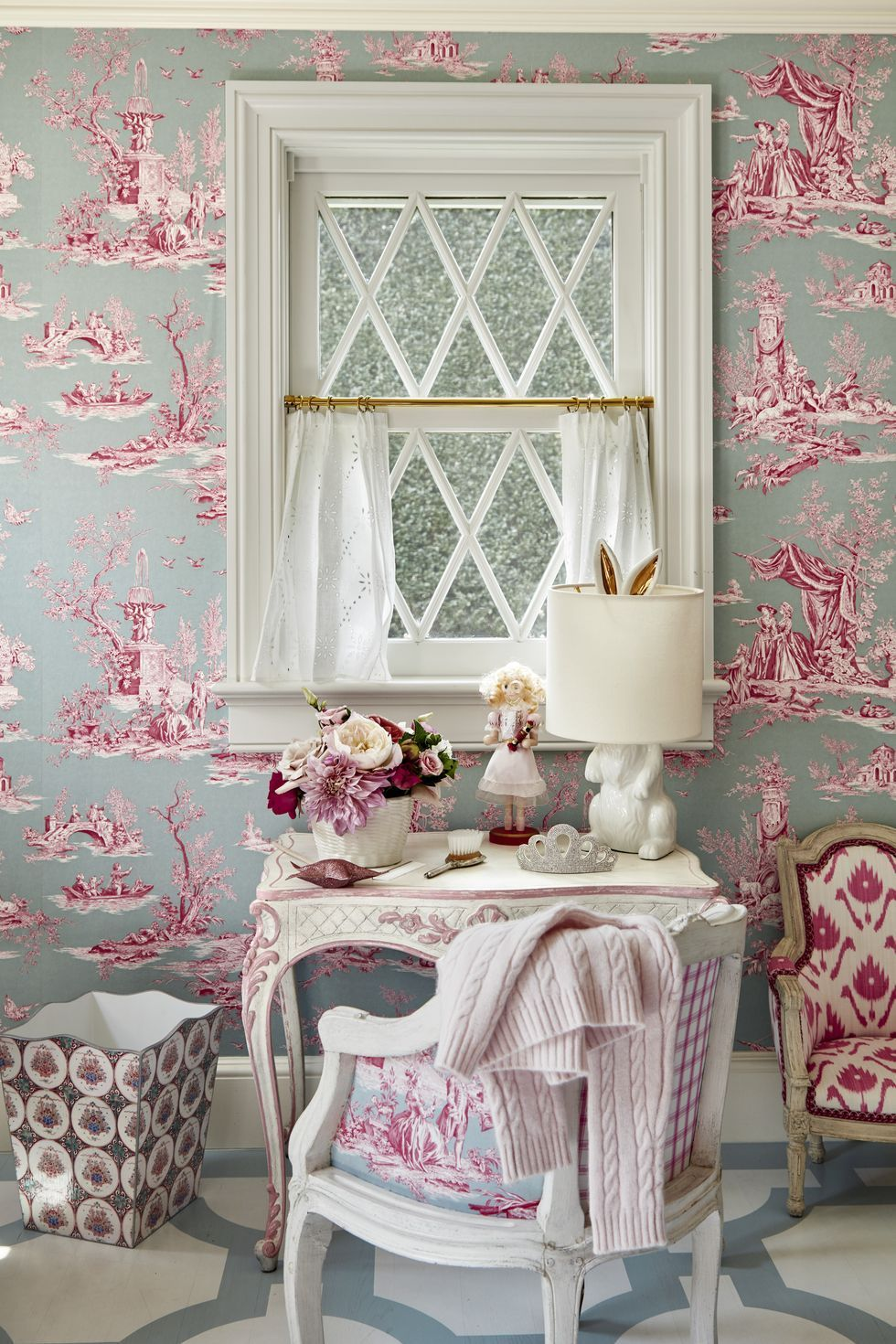 These Toile Wallpaper Ideas Will Transform Your Home Into A French Country Cottage Toile Wallpaper Neutral Bedroom Design Decor