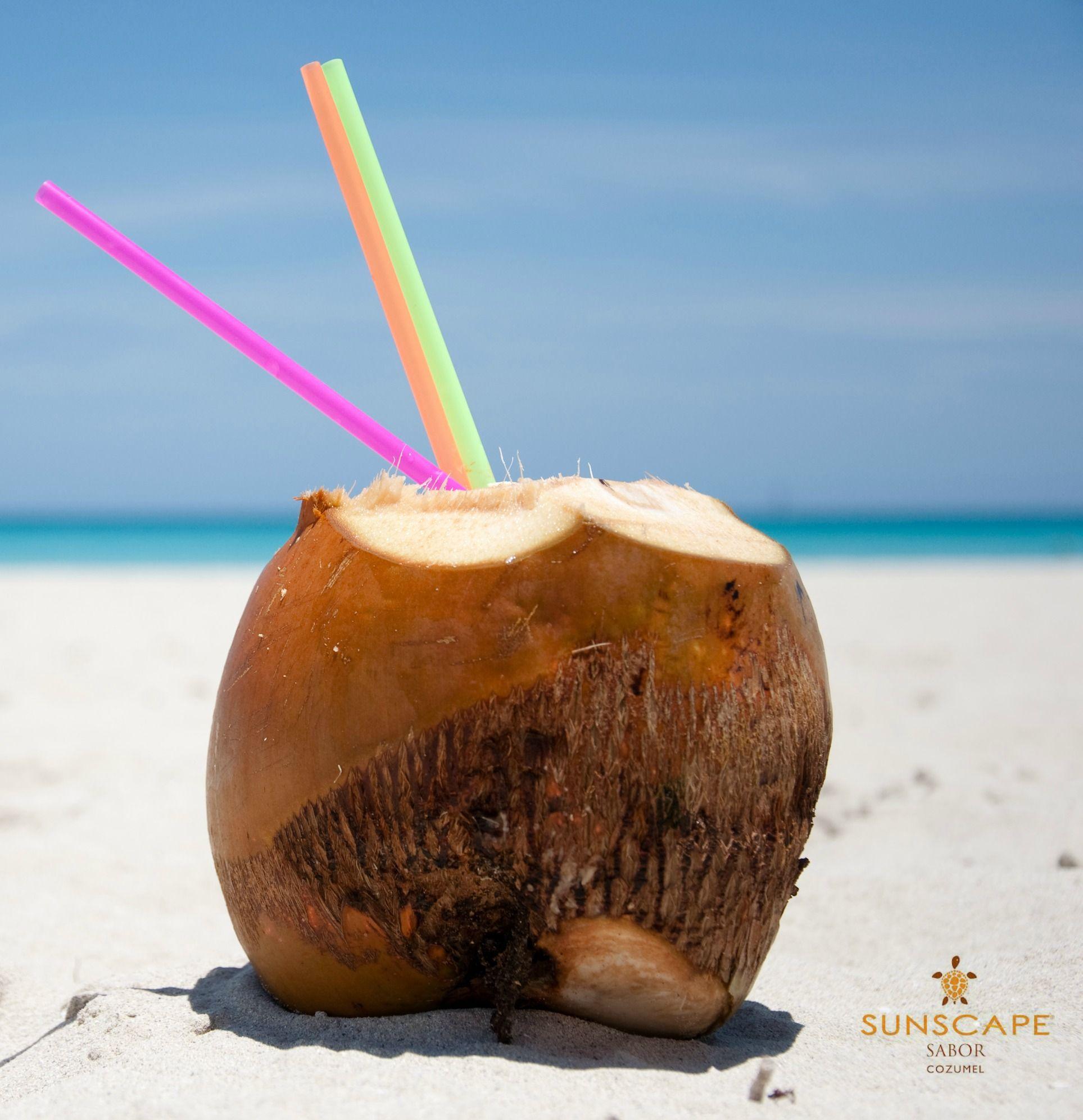 """¡Da un """"#RePin"""" si quisieras agarrar un coco y escaparte a la playa este #MartesViajero!"""