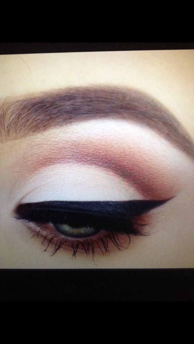 Amazing cut crease and brow! Courtesy of Jaclyn Hill