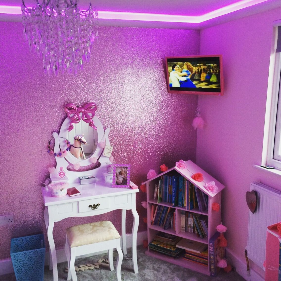 Pink glitter wallpaper playroom pinterest pink for Cheap glitter wallpaper