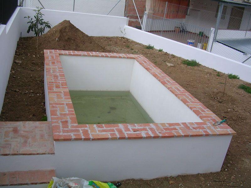 Albercas andaluzas buscar con google piscinas arriba for Construir una piscina en un patio pequeno