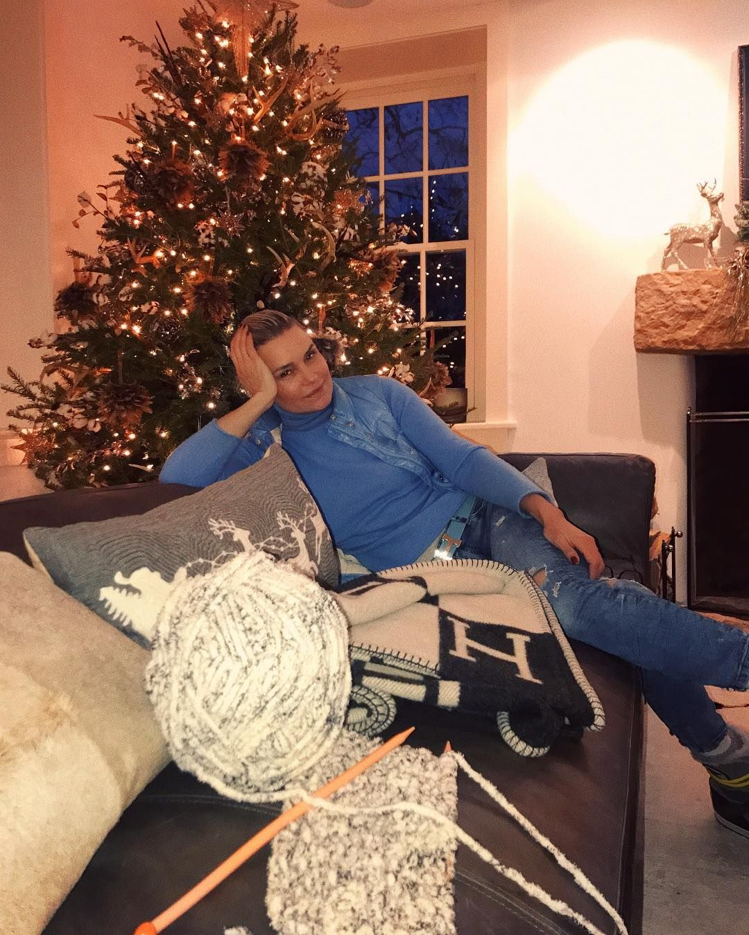 Yolanda Hadid's Farmhouse Is Cozy Christmas Perfection | Yolanda ...
