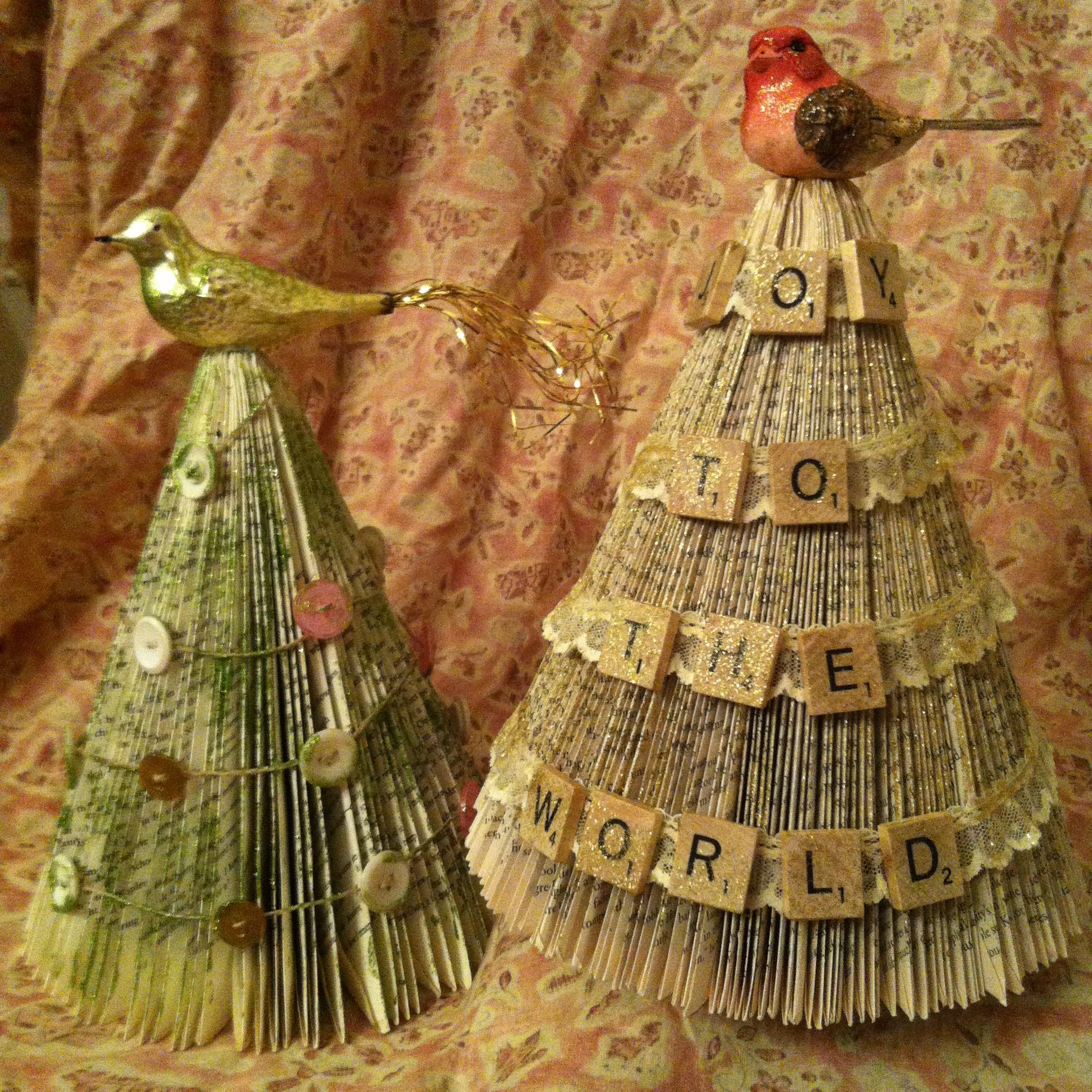 Thrifted Paperback Books Made Into Christmas Trees Loaded With Vintage Embellishments And Glitter By Ecl Christmas Projects Diy Christmas Crafts Christmas Diy