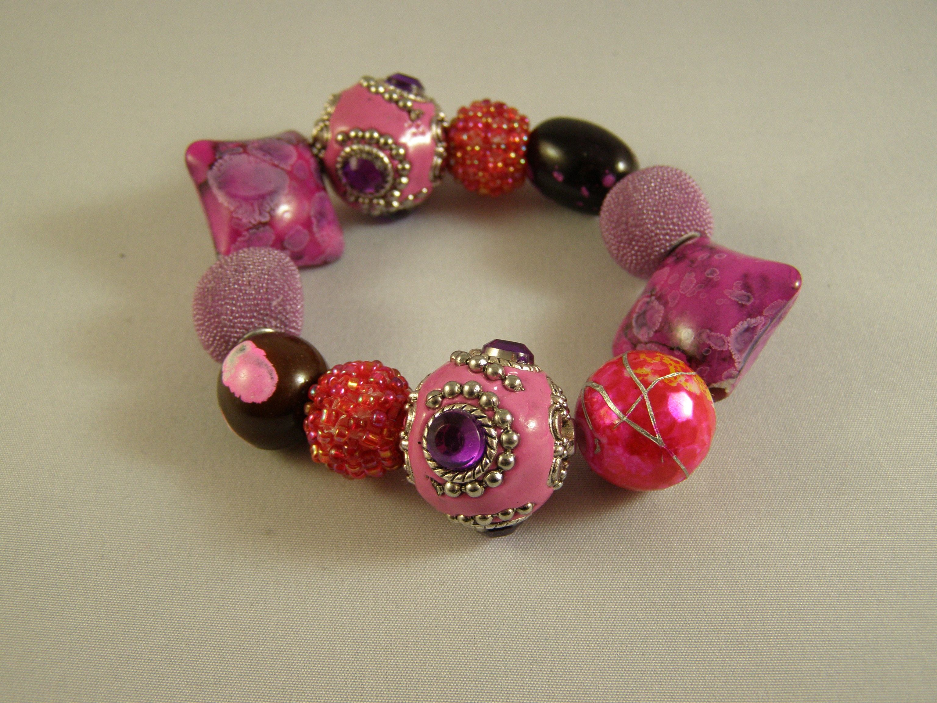 Design by Terry Matuszyk , Pink Chapeau Vintage Jewelry,for Bead Soup 7.  Most of the beads  supplied by Natalie Moten.