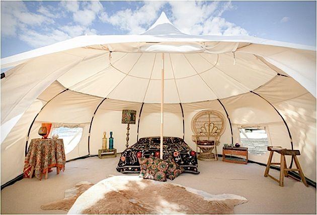 """Luxus Camping: Richtig viel Platz im """"Lotus Belle"""" Zelt"""