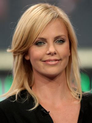 Charlize Theron Long Layered Hairstyle - Charlize Theron ...