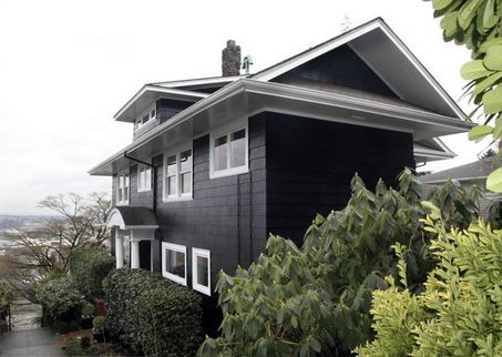 Black house with white trim great look fachada pinterest more black house white trim and - Exterior white trim paint pict ...