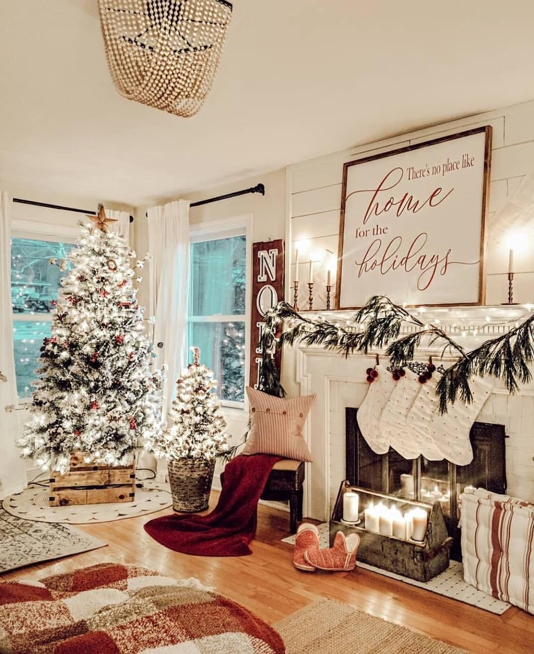 """Better Homes & Gardens on Instagram: """"�There's no place like home for the holidays� Everything looks like it was hung with care in @farm_decor_momma's charming living room! You…"""""""