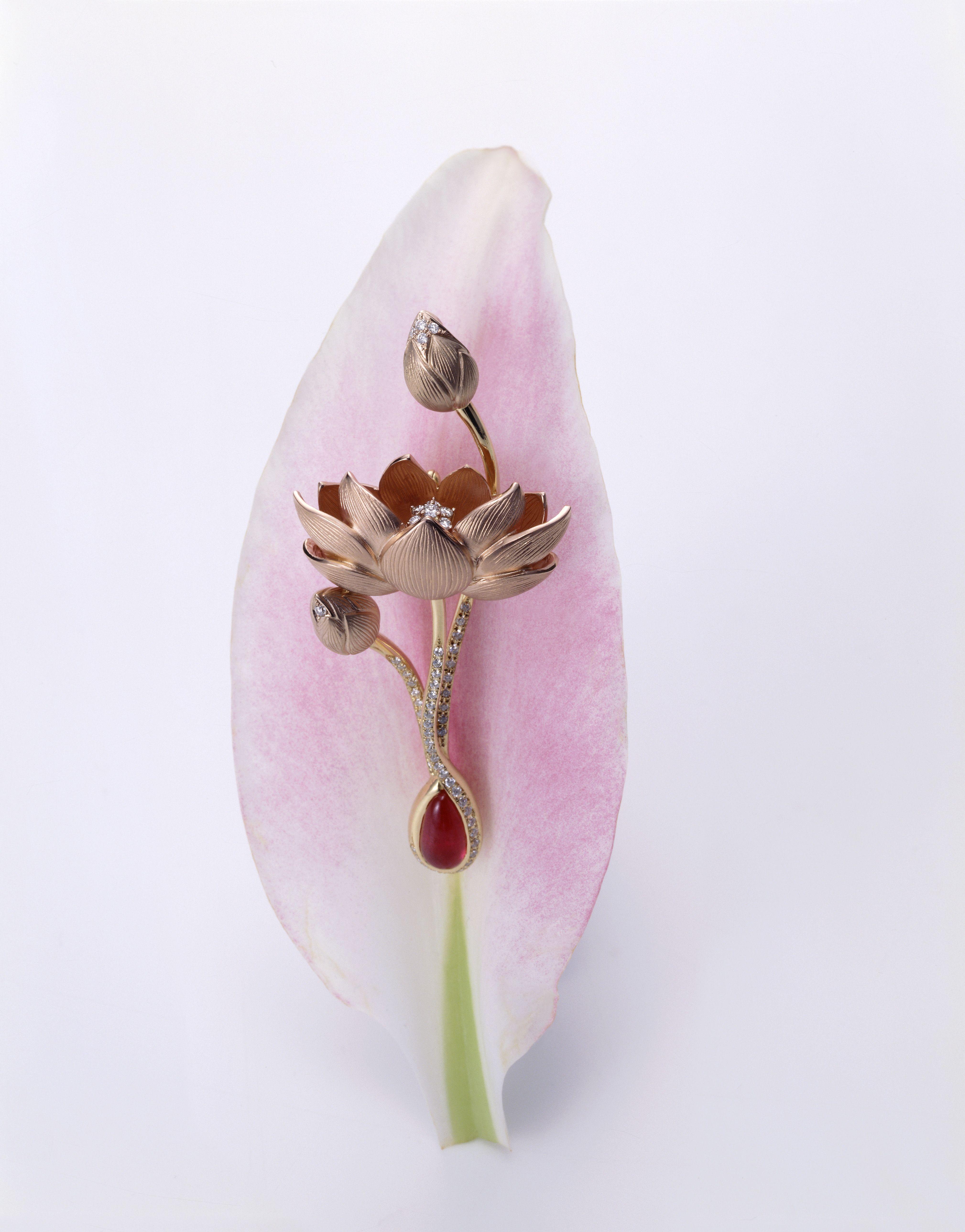 Broach With Lotus Flower Motif K Uno Jewellery Pinterest