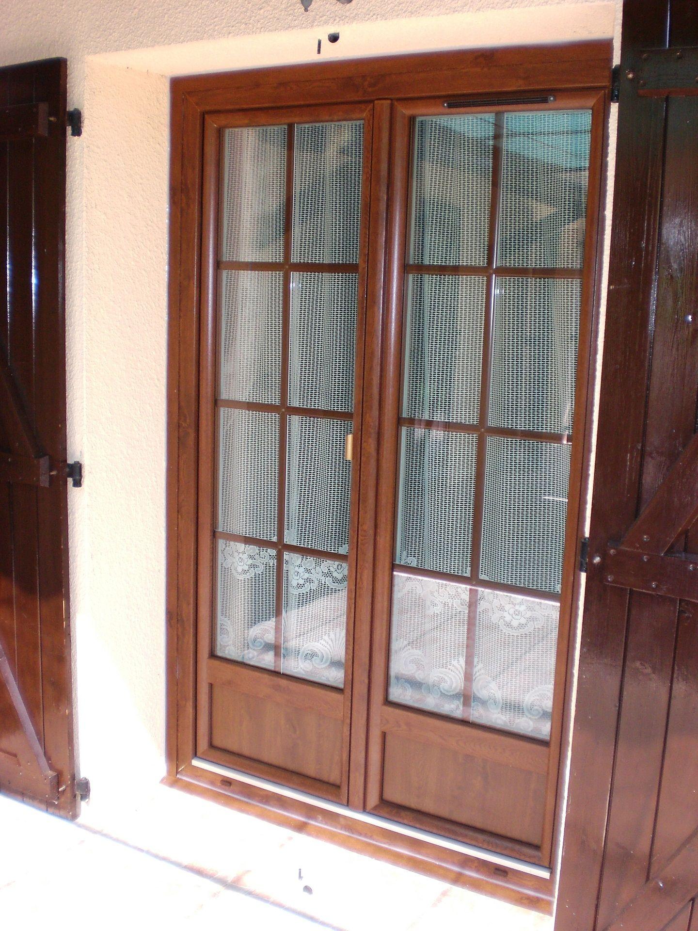 Découvrez La Porte Fenêtre Aspect Bois En PVC Avec Soubassement Et  Croisillons. #fenetre #