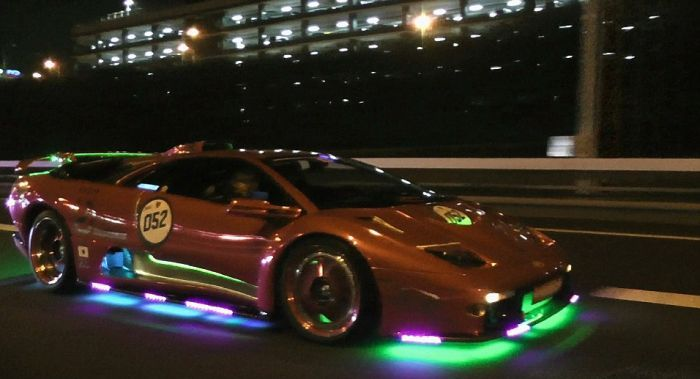 Les Lamborghinis A Led Du Parking Hakozaki The Lamborghini Board