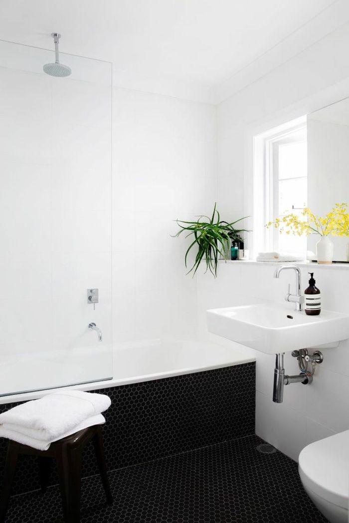 badezimmer gestalten weißes badezimmer dunkle mosaikfliesen - pflanzen für badezimmer