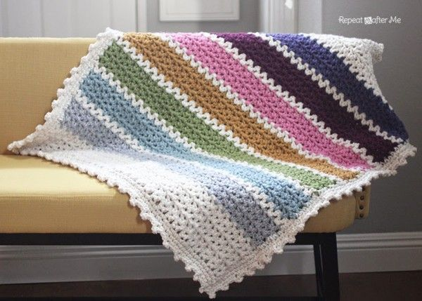 So beautiful! Chunky crochet v-stitch blanket free pattern @repeatcrafterme