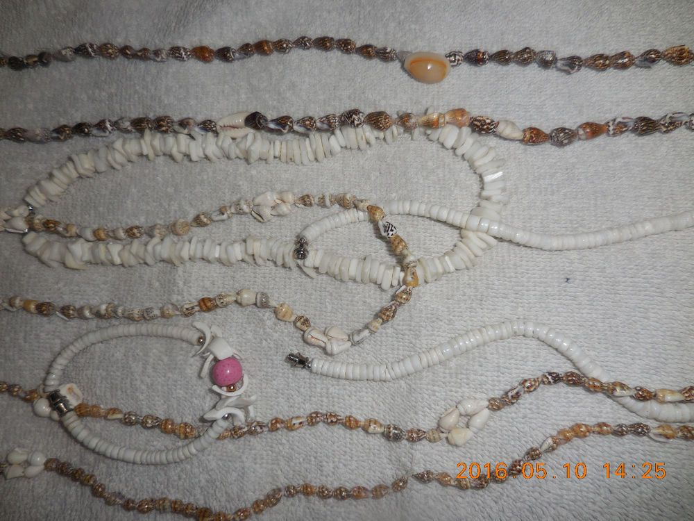 SHELL NECKLACES AND PUKA SHELL BRACELET LOT OF 6 ITEMS