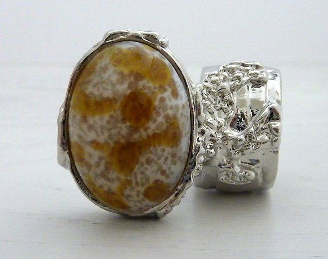 Arty Oval Ring Vintage Glass Amber White Silver Chunky Armor Knuckle Art Statement Deco Size 6 @modtoast