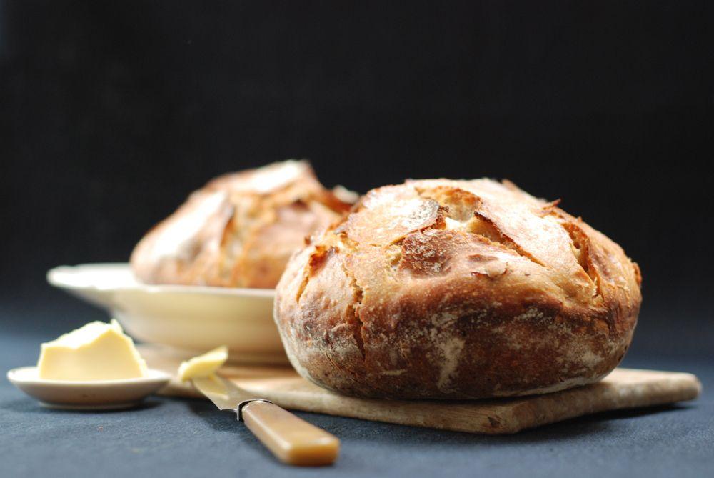 Sourdough bread with figs, raisins and almonds (dutch recipe)