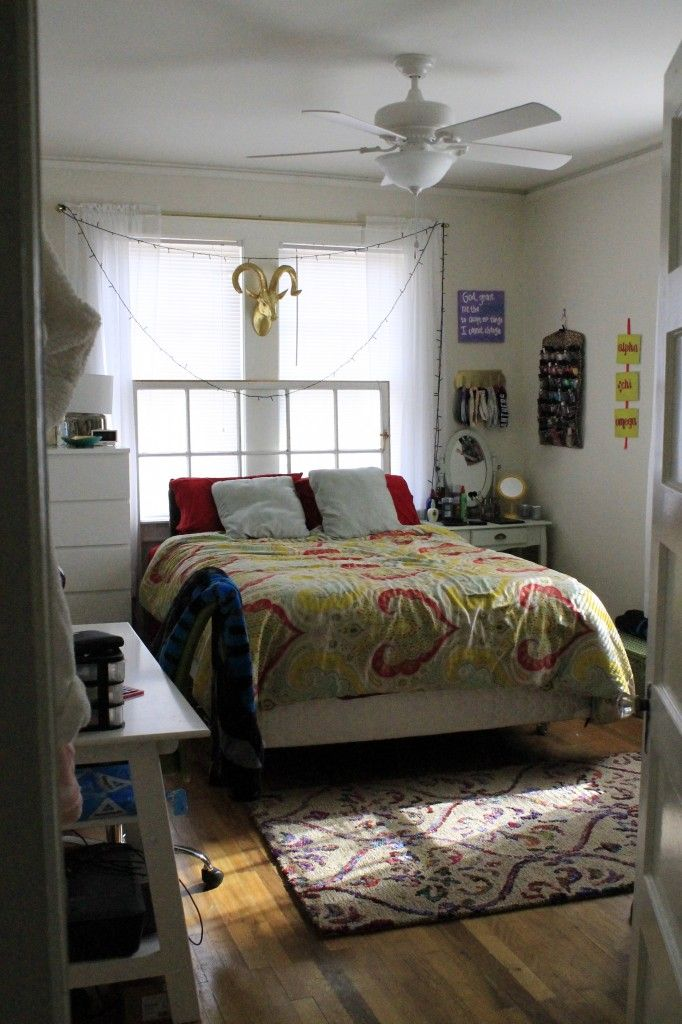 Apartment Rental Bedroom makeover for a college student - without painting the walls! & Caroline\u0027s Room Makeover | H O M E D E C O R | Pinterest ...