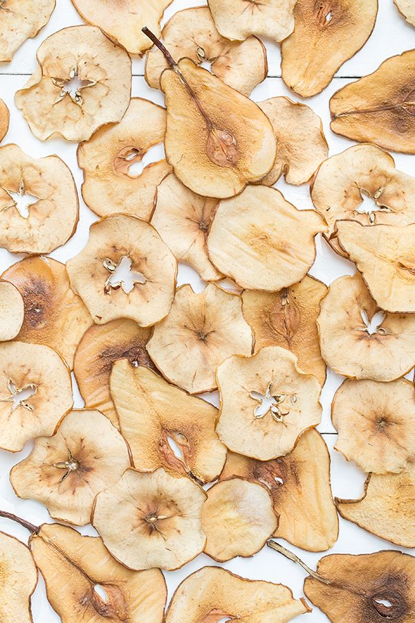 Celebrating the approaching fall season with easy-to-make pear and apple chips.