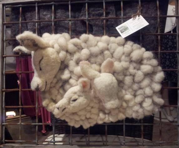 Workshop schapenkop maken!  ( voor gevorderden )    Duur: 3.5 uur incl. hapje & drankje + basis materiaal ! Prijs: Kosten voor de workshop bedraagt €20,- p.p  Exclusief lijst & Excl. Materiaal ( wol € 6,- )  Totaal prijs: € 26,-   Informeer naar de openstaande data's & Locatie.  Schapenspul@hotmail.com & natuurlijk kan deze schapen familie op bestelling gemaakt worden
