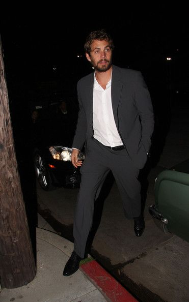 Paul Walker Photos Photos - Paul Walker attends a pre Golden Globe party at the Buffalo Club in Santa Monica. - Julianne Moore at the Golden Globes Pre-Party