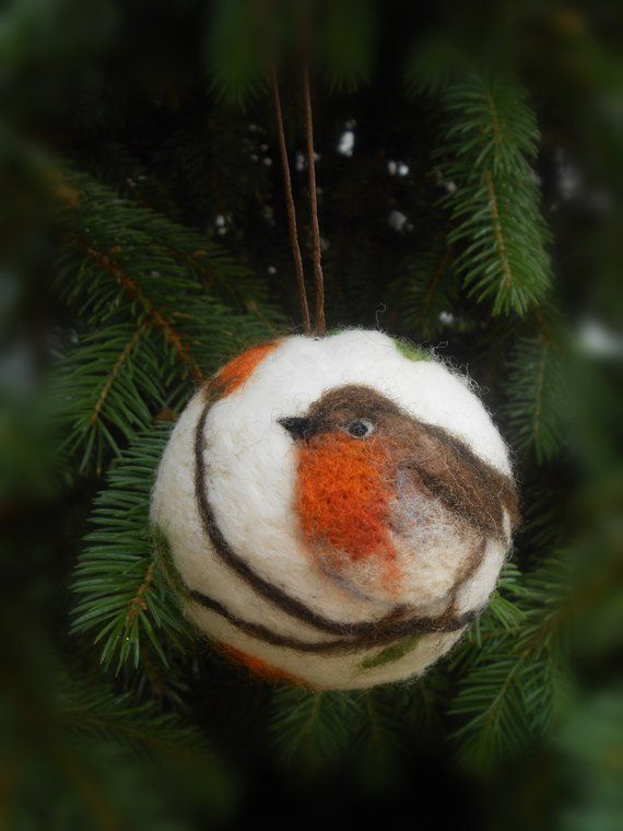 Christmas ball with bird motif, Needle felted Christmas ornament, Christmas baubles, Robin ornament, Chickadee ornament, Cardinal
